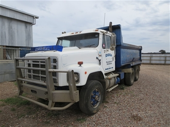 """Stillage and contents comprising 1 x Ford 9"""" diff Auction ..."""