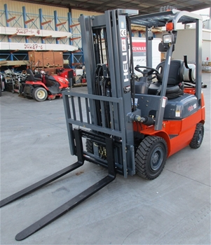 2013 Heli H2000 Series Counterbalance Forklift, 3 hours