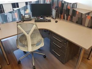 contents of workspace herman miller edinburgh parks sa auction 0148 8004655 graysonline. Black Bedroom Furniture Sets. Home Design Ideas