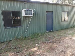 Portable office house bungalow retreat auction 0022 for Portable bungalow for sale