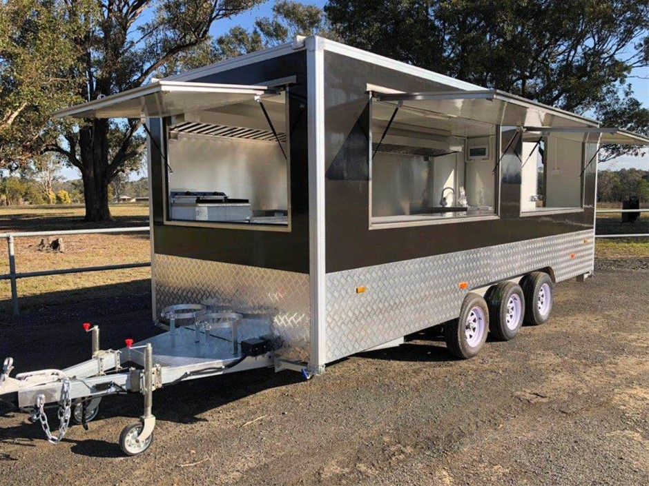 2019 Triple Axle Food Trailer