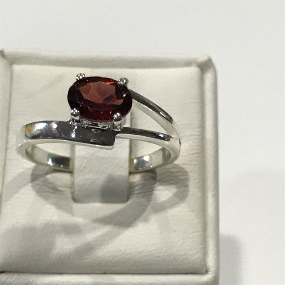 Stunning 2.30ct Garnet Ring Size N (7)