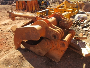 2x 30T Log Grabs to Suit 35T Hitatchi Excavator