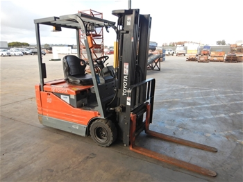 2002 Toyota 5FBE18 3 Wheel Counterbalance Forklift