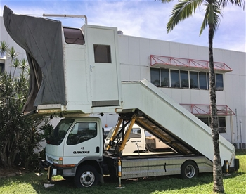 2006 Mitsubishi Canter Passenger Stairs Truck