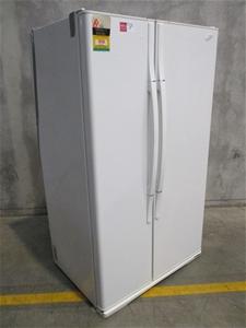 Westinghouse 660L Fridge And Freezer