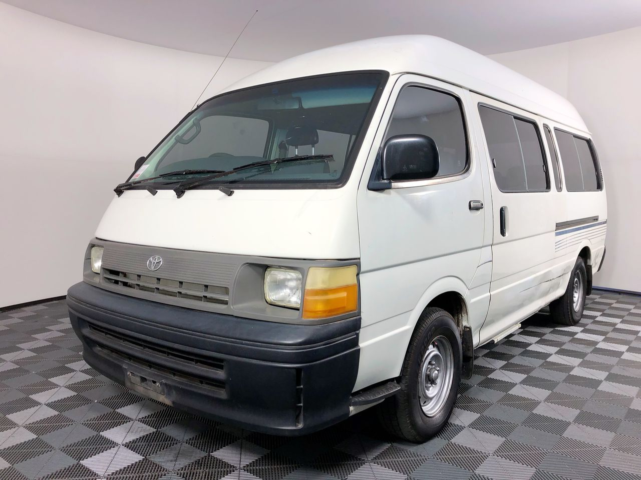 Toyota Hiace Commuter RZH125R Manual 13 Seats Bus