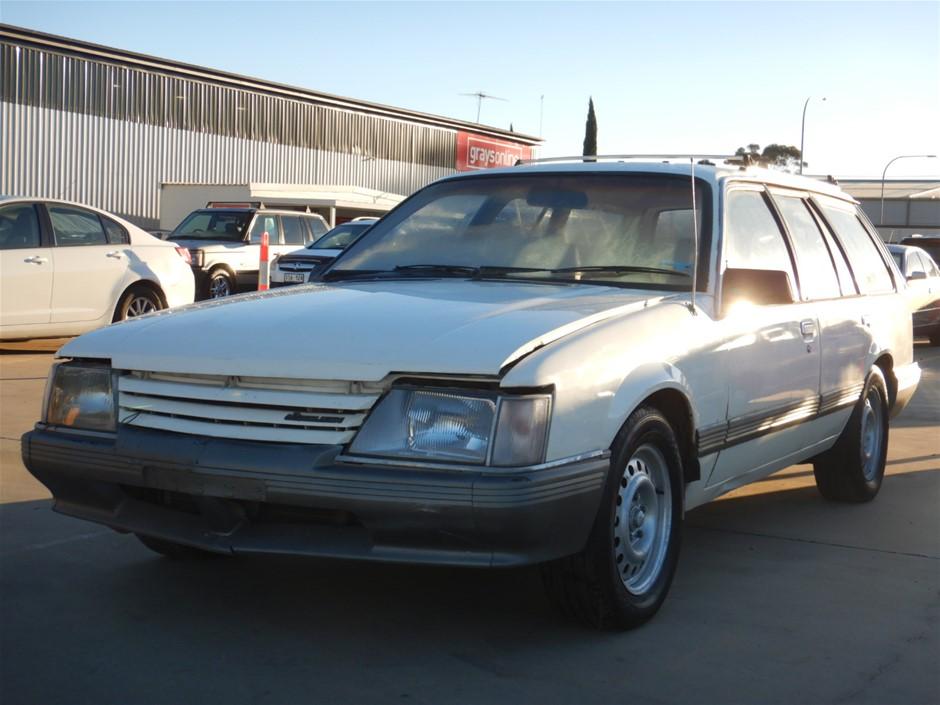 1984 Holden Commodore V8 Berlina VK Wagon