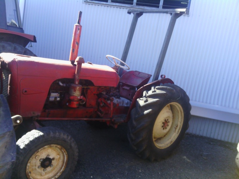 David Brown 880 2WD ROPS Tractor