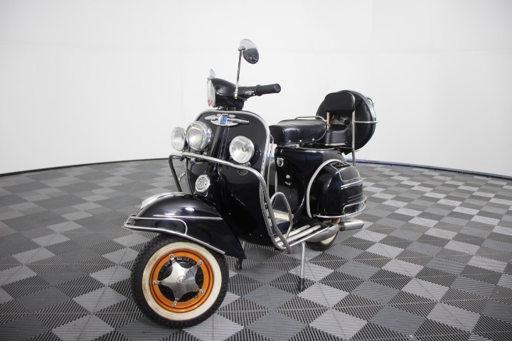 1966 Vespa Piaggio 2 seater Scooter, 451 km indicated