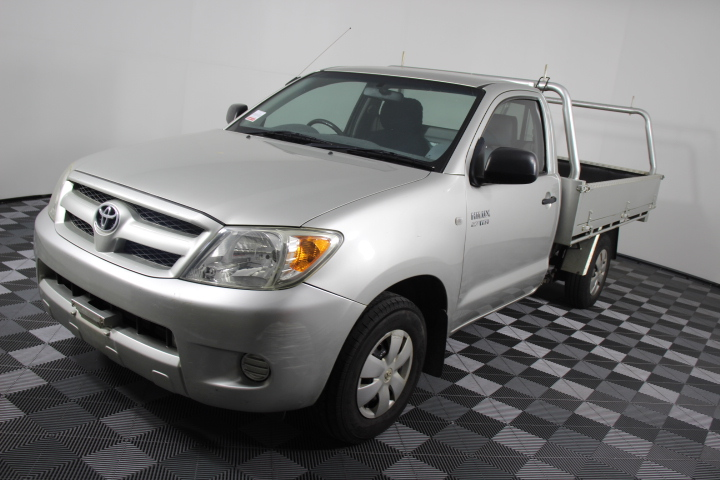 2007 Toyota Hilux 4 Cylinder Cab Chassis 180,708kms