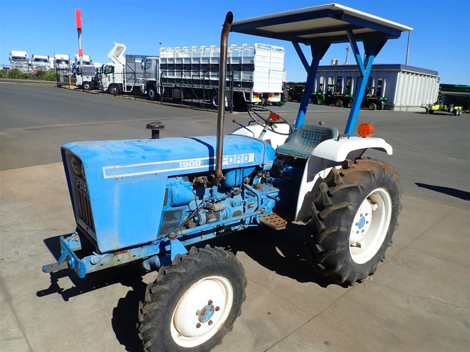 Ford F-1900 Tractor