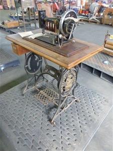 1910 Wertheim Francfort Treadle Sewing M