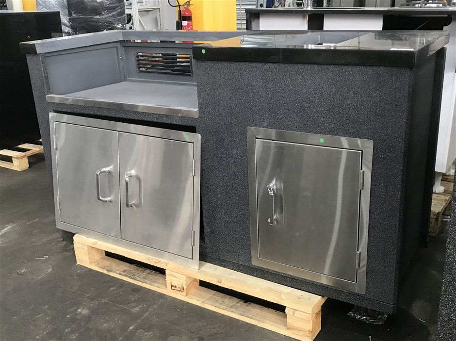 BeefEater Outdoor Kitchen Modular Black Granite Tile Top with Gold Fleck