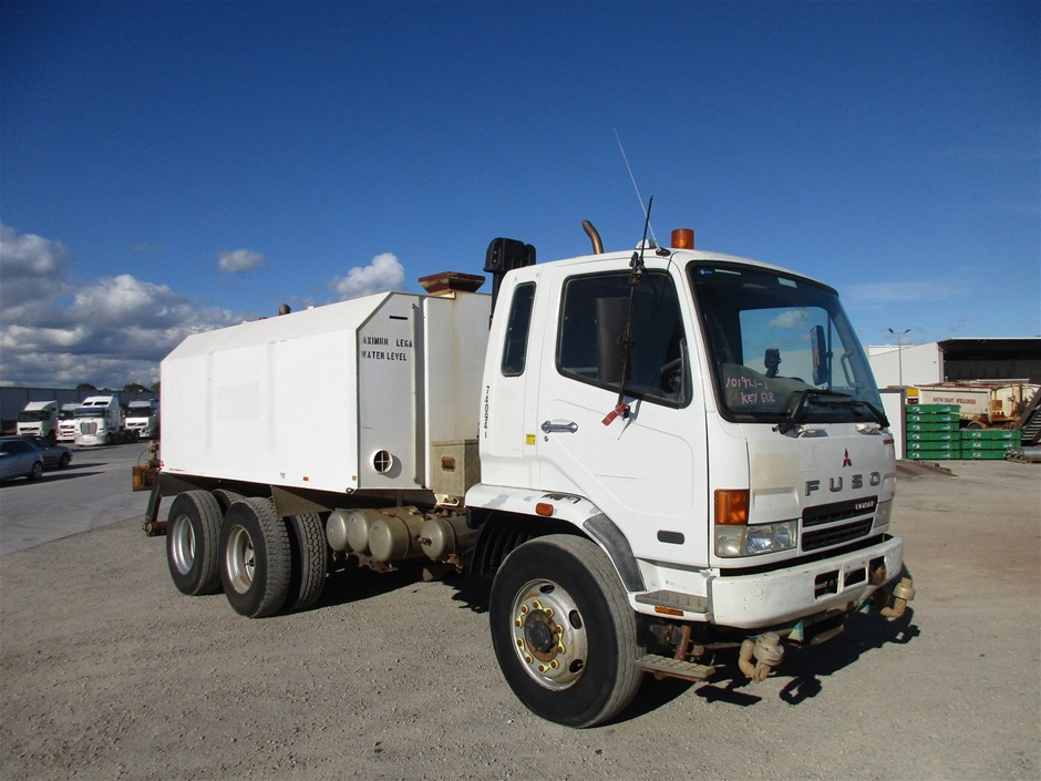 2006 Mitsubishi Fighter FN600 Water Truck