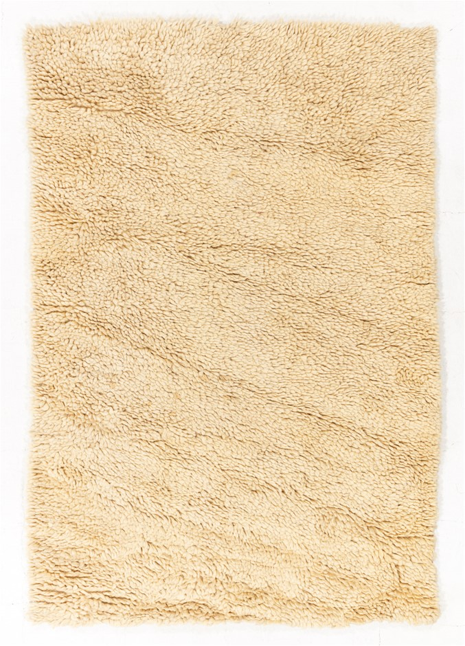 Pit Loomed Hand Knotted Shaggy Floor Rug Size (cm): 158 x 232