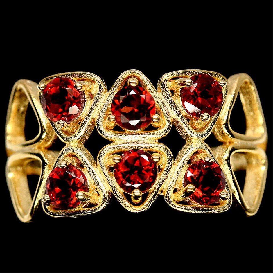 Yellow Gold Red Garnet Ring. Size 'O'