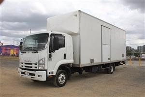 2014 Isuzu FRR 4 x 2 Pantech Truck