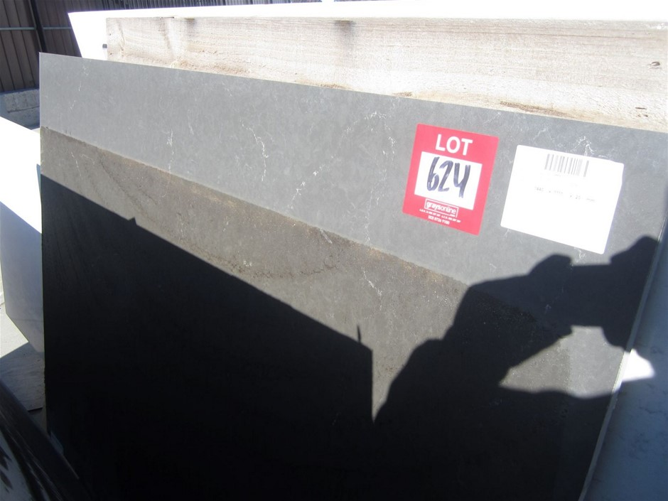 Polished Caesarstone Bench Top. 1440mm x 1111mm x 20mm PIATA GREY