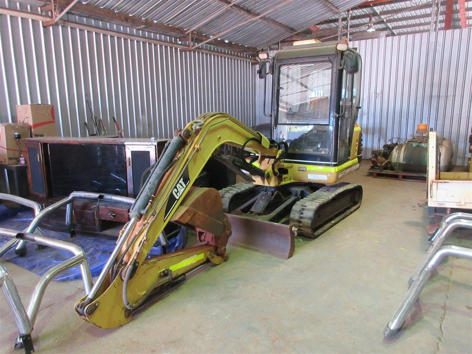 Caterpillar 303.5 Rubber Tracked Excavator with Bucket