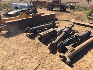 D11 Push Arms, Hydraulic Rams and Stiff