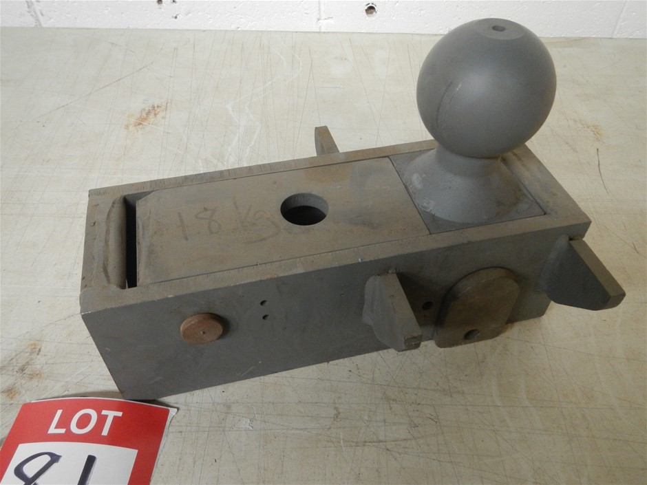 5th wheel towball. Folds down flat. 70mm ball.