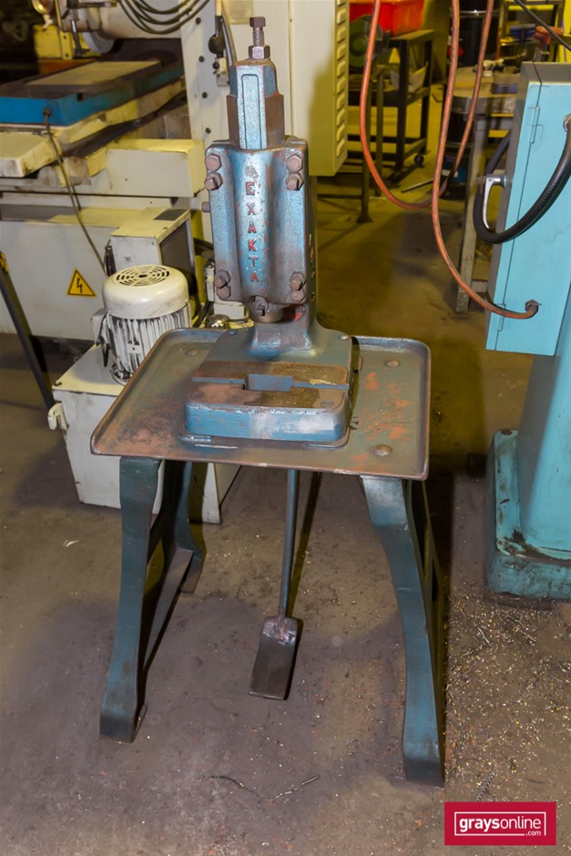 Exacta Rivet Kick Press