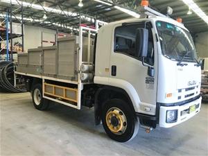 2011 Isuzu FSS550 4WD Service Truck