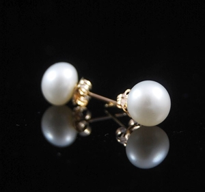 White Natural Freshwater Pearl Gold Stud