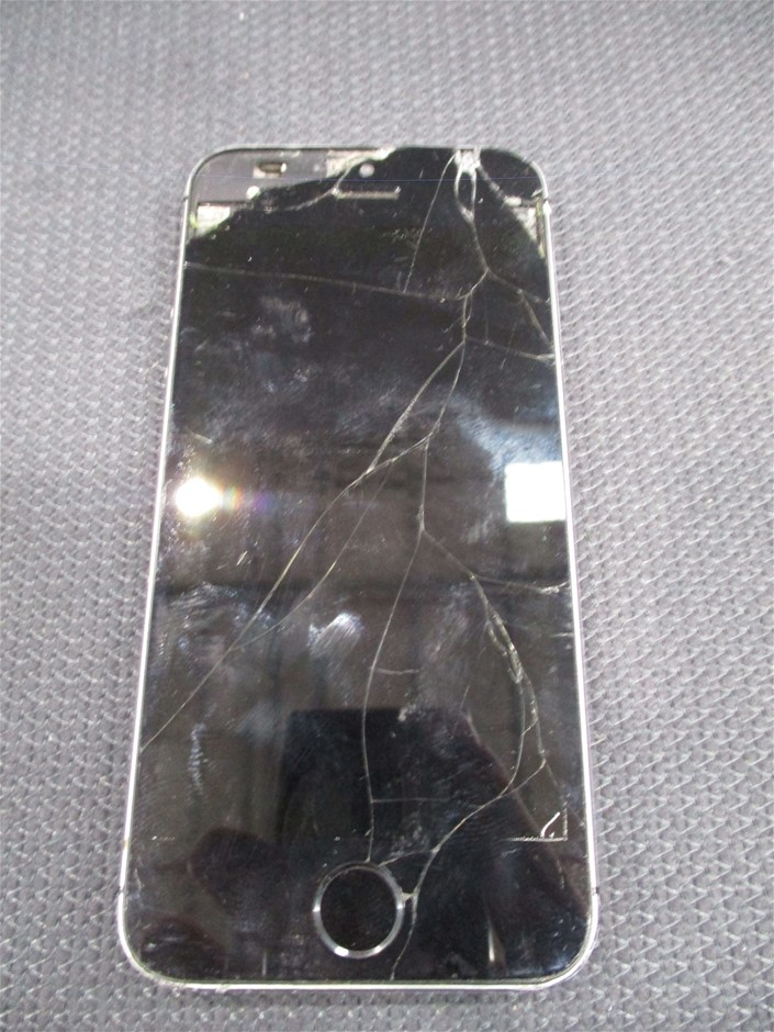 Apple iPhone 5S 32GB Mobile Device