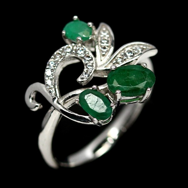 Stunning Genuine Emerald Ring.