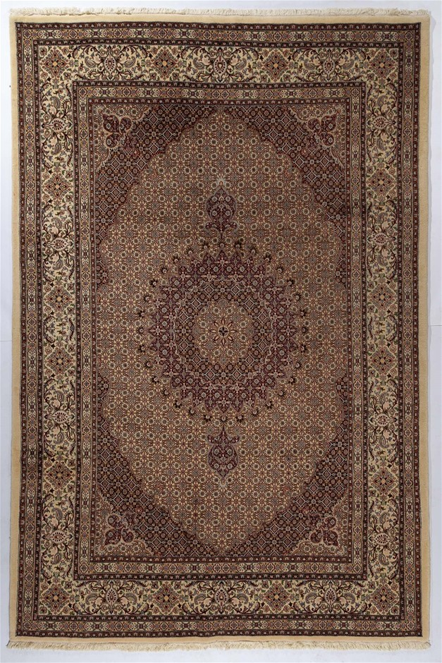 Persian Mood hand knotted 100% wool pile floor rug Size (cm): 200 x 300