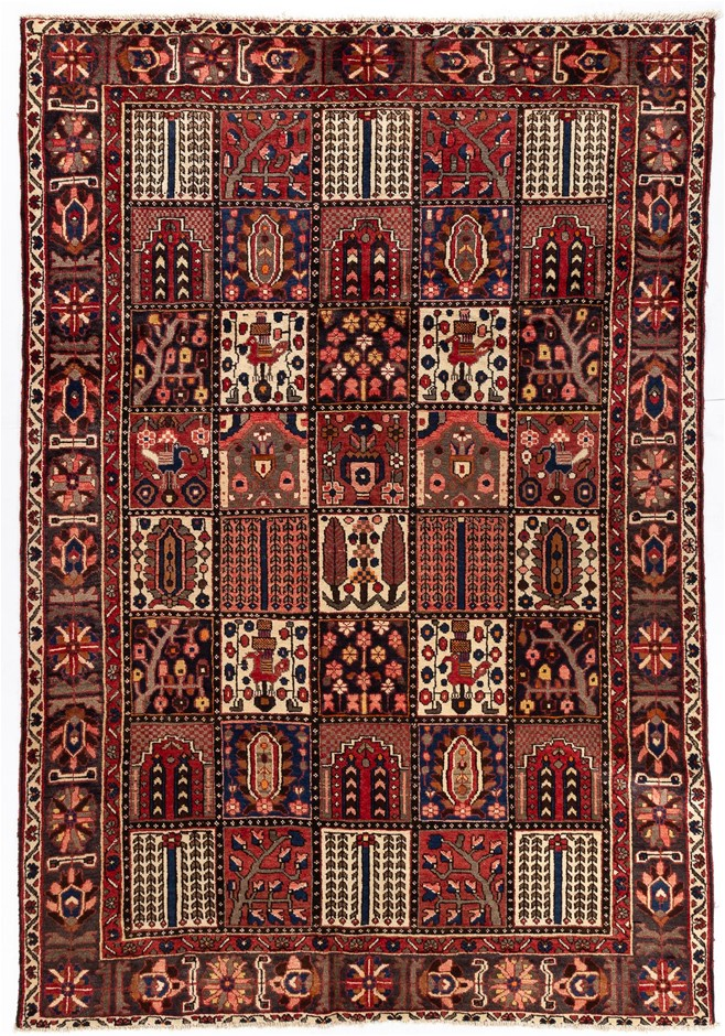 Persian Baktiari Hand knotted 100% wool pile floor rug Size (cm): 212 x 312