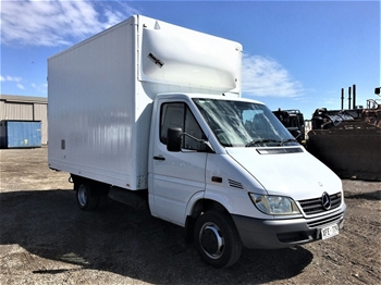 2005 Mercedes Sprinter 4x2 Cab Chassis