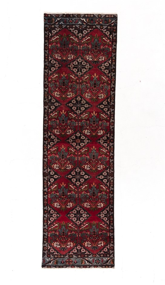 Persian Hamadan Hand Knotted 100% Wool pile Size (cm): 90 x 310