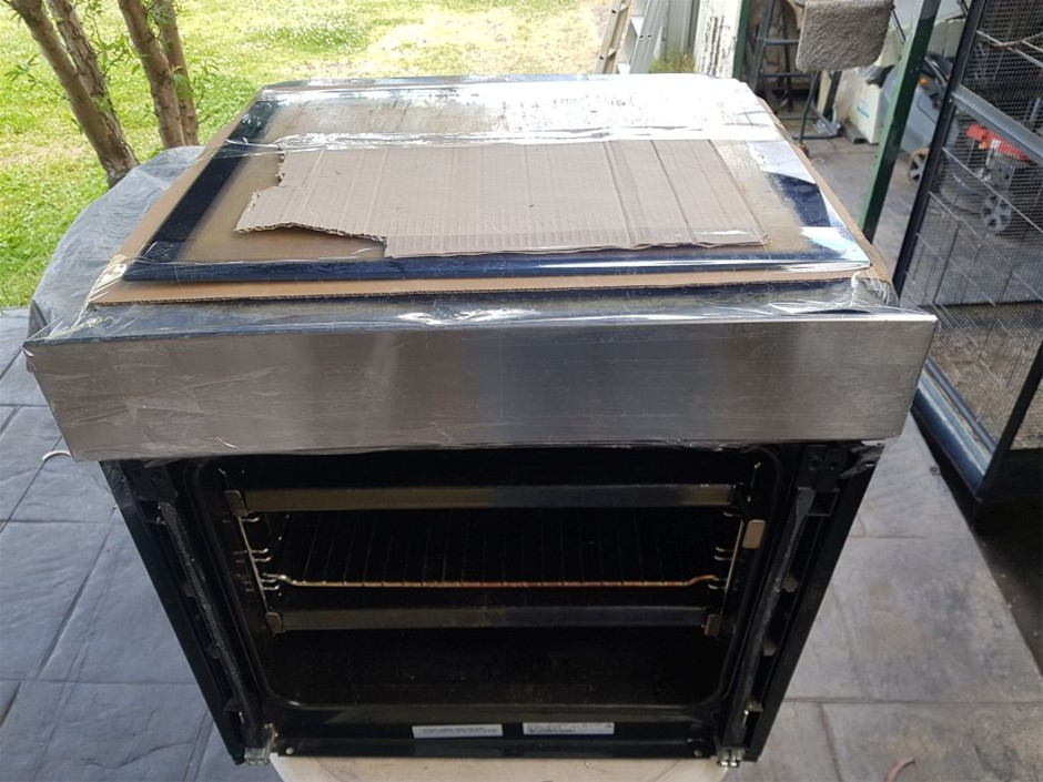 Electrolux EVE616SC, Oven 60cm, broken glass, has spare glass in additi