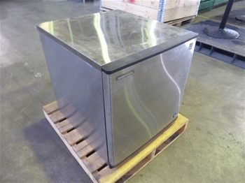 Hoshizaki KMD-270AA Stainless Steel Ice Maker