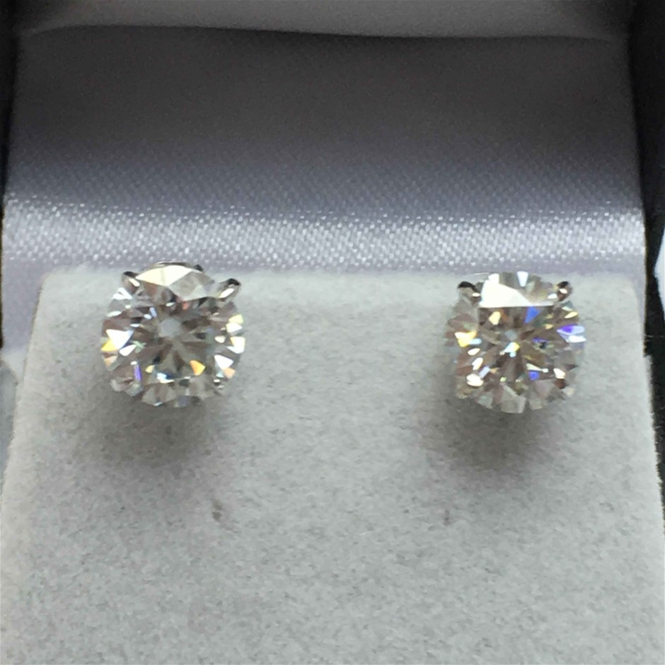 18ct White Gold, 1.98ct Moissanite Earring