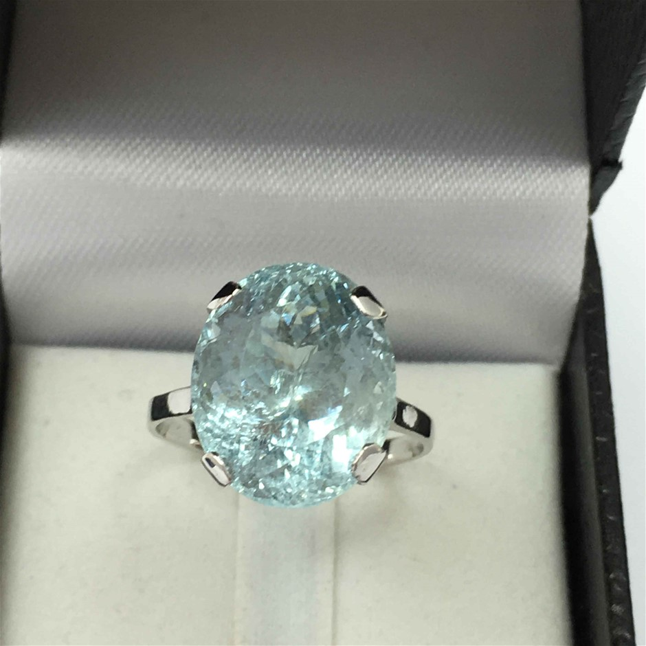 18ct White Gold, 10.26ct Aquamarine Ring