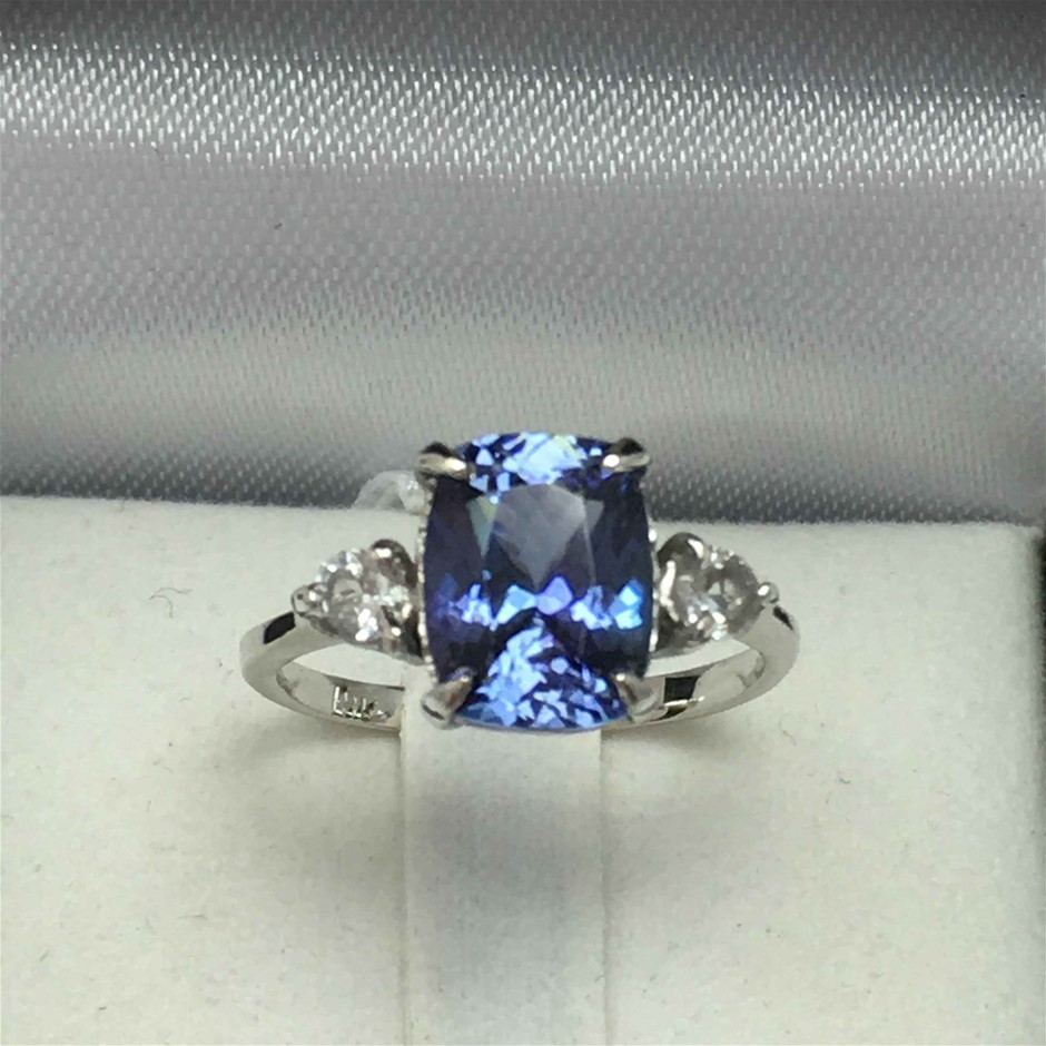 18ct White Gold, 3018ct Tanzanite and Topaz Ring
