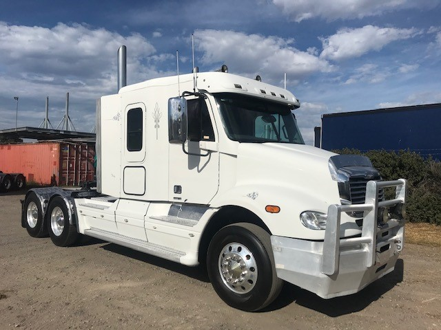 2004 Freightliner CL112 Prime Mover Truck