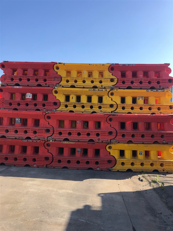 12x Plastic Barriers