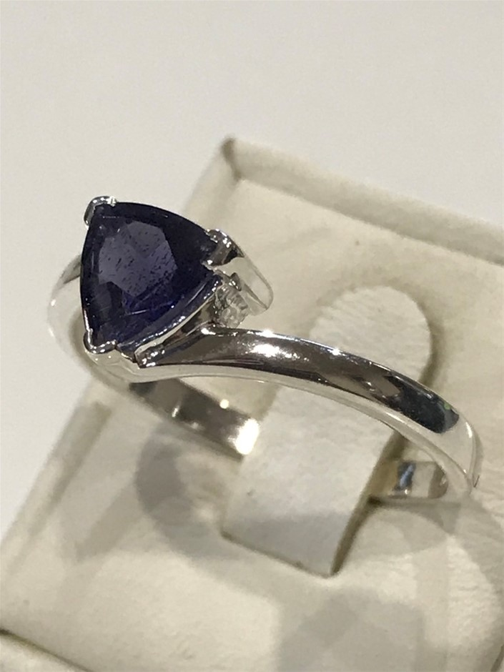 Brilliant 2.00ct Iolite Ring