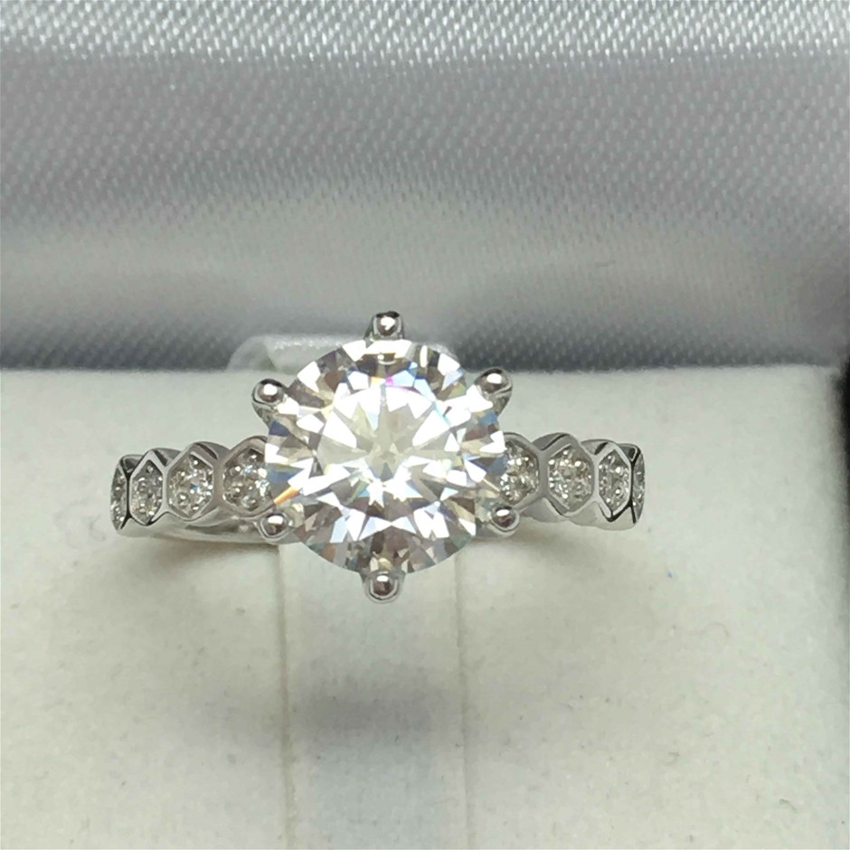2.10ct Moissanite and Cubic Zirconia Ring