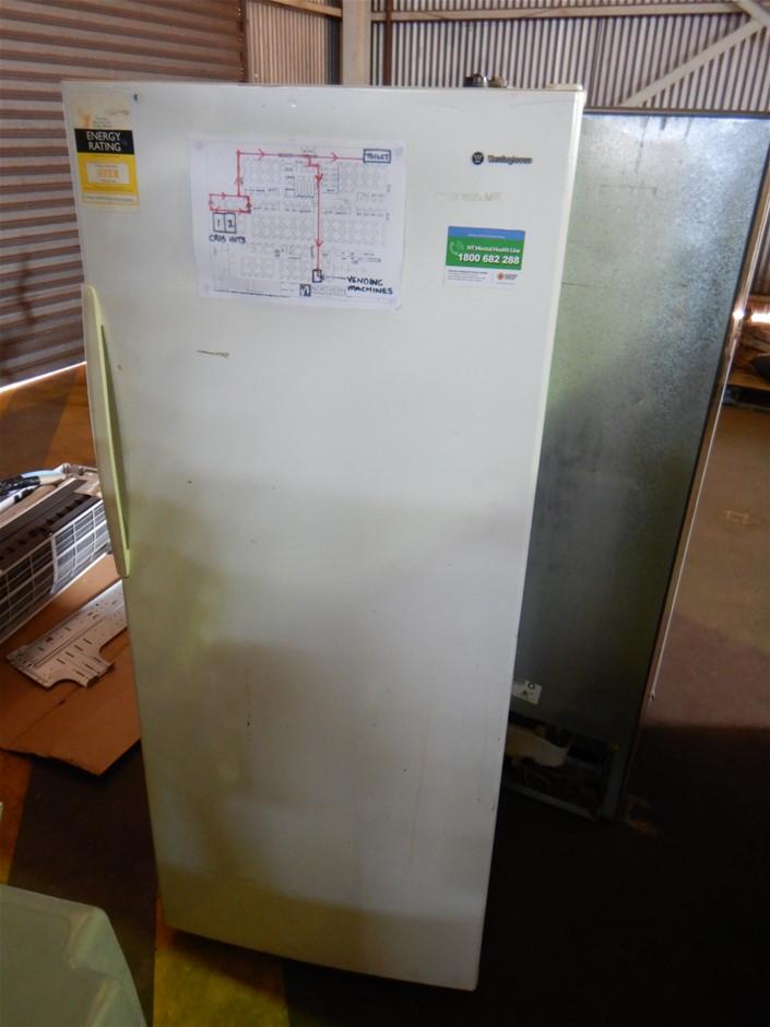 Westinghouse WTM4300WB-R Refrigerator