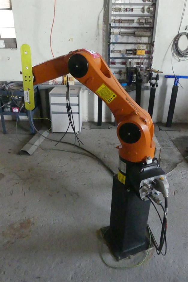 ROBOTIC ARM AND CONTROLLER
