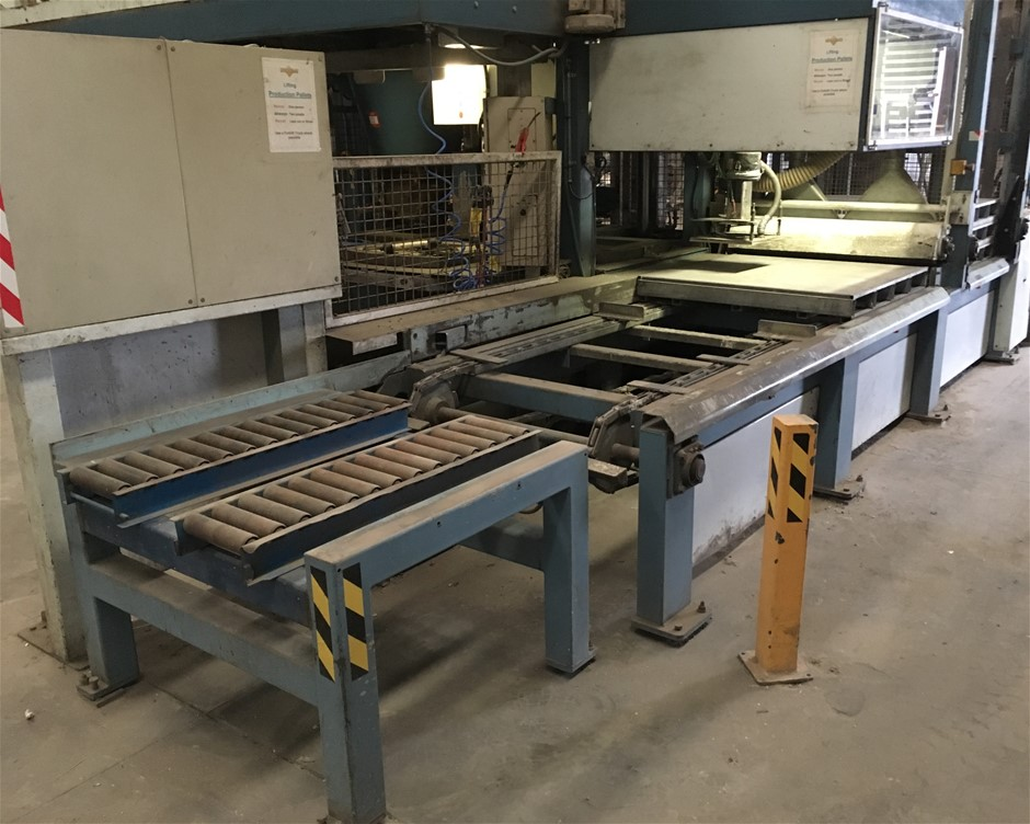 Pallet Conveyor with pallet magazine.