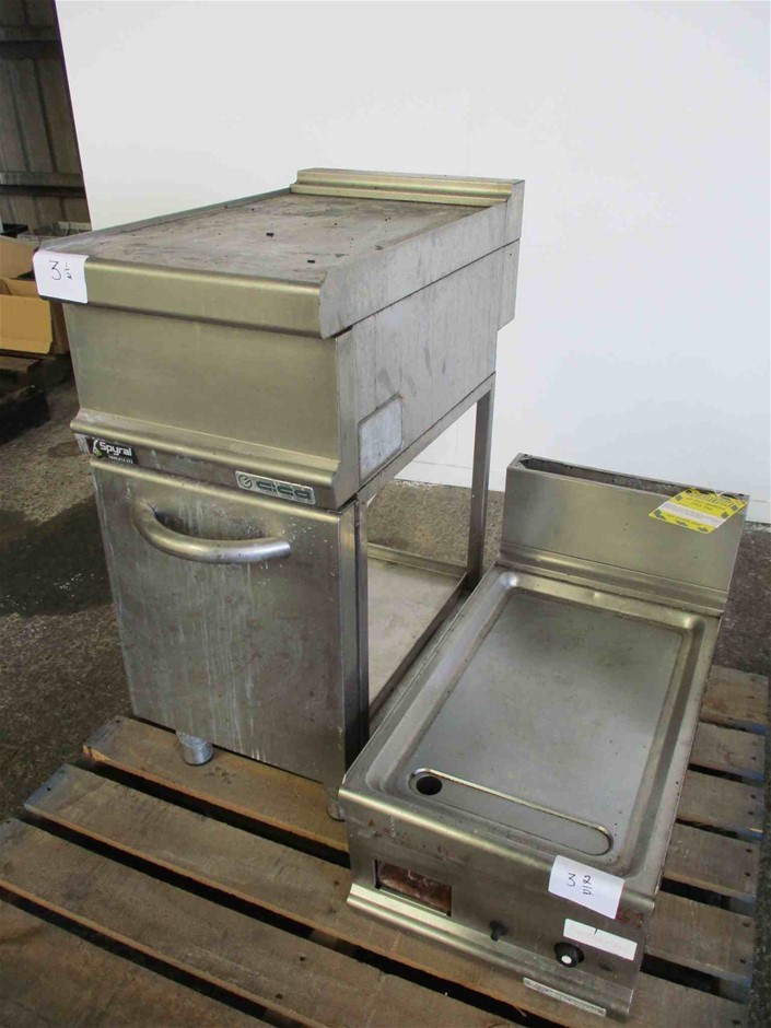 GIGA Large Quantity of Grill Plate and Bench Parts Only
