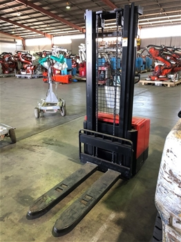 EP ES-14-14E Walkie Stacker