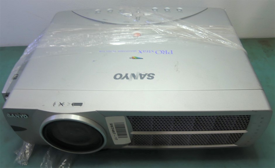 Sanyo PRO xtraX Projector PLC-XU40 Remote Control Included